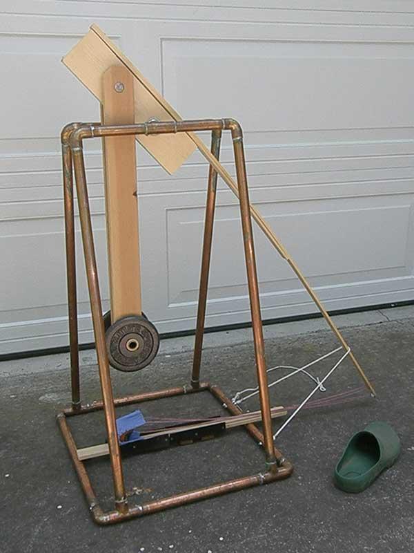 Swinging counterweight trebuchet